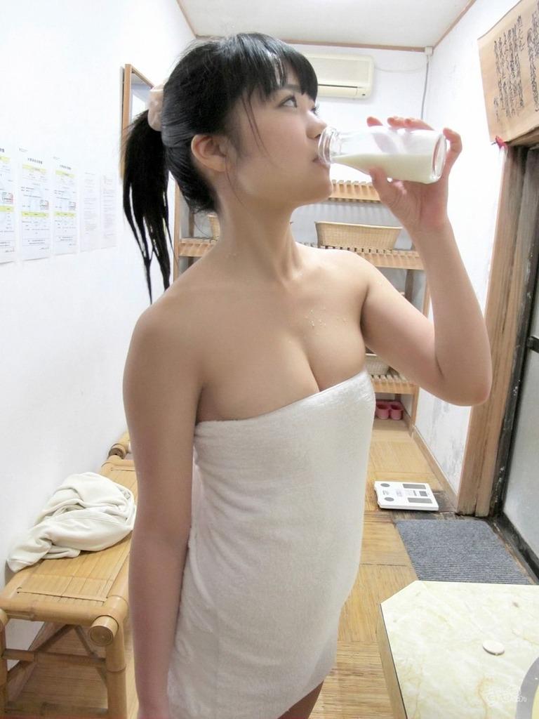 【東江ひかりグラビア画像】童顔アイドルにこんなエロい格好させちゃってチンコ勃つわwwww 65