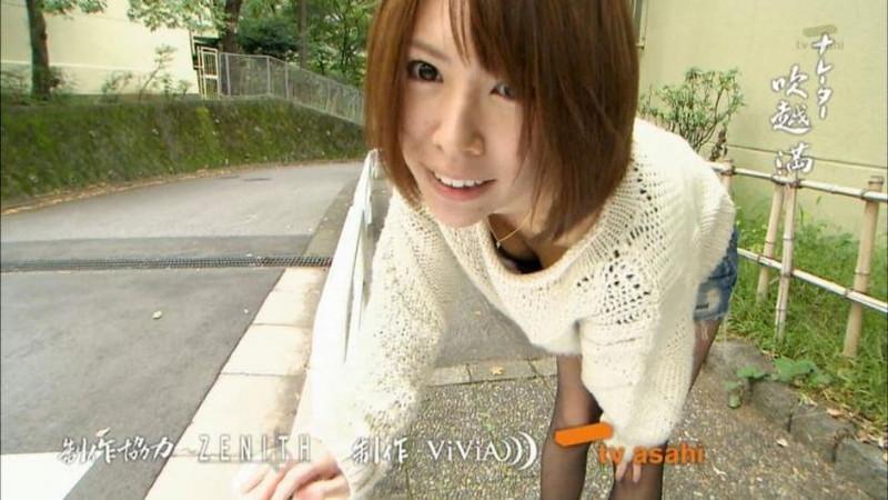 【放送事故画像】胸チラやブラチラといつでもエロを狙われて出演女性は大変だなぁw 53