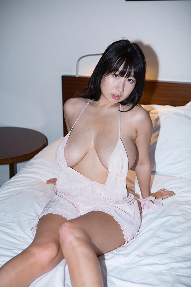 【桐山瑠衣グラビア画像】ド迫力Jカップダイナマイトボディが最凶にエロい美女 17