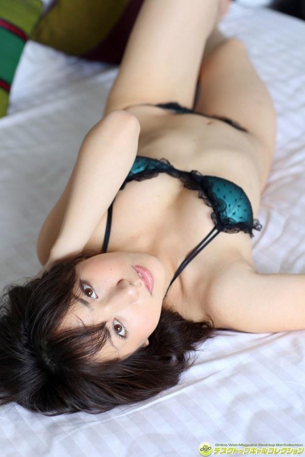 【石原あつ美グラビア画像】可愛さの中にオトナな雰囲気が見え隠れするセクシーグラドル 33