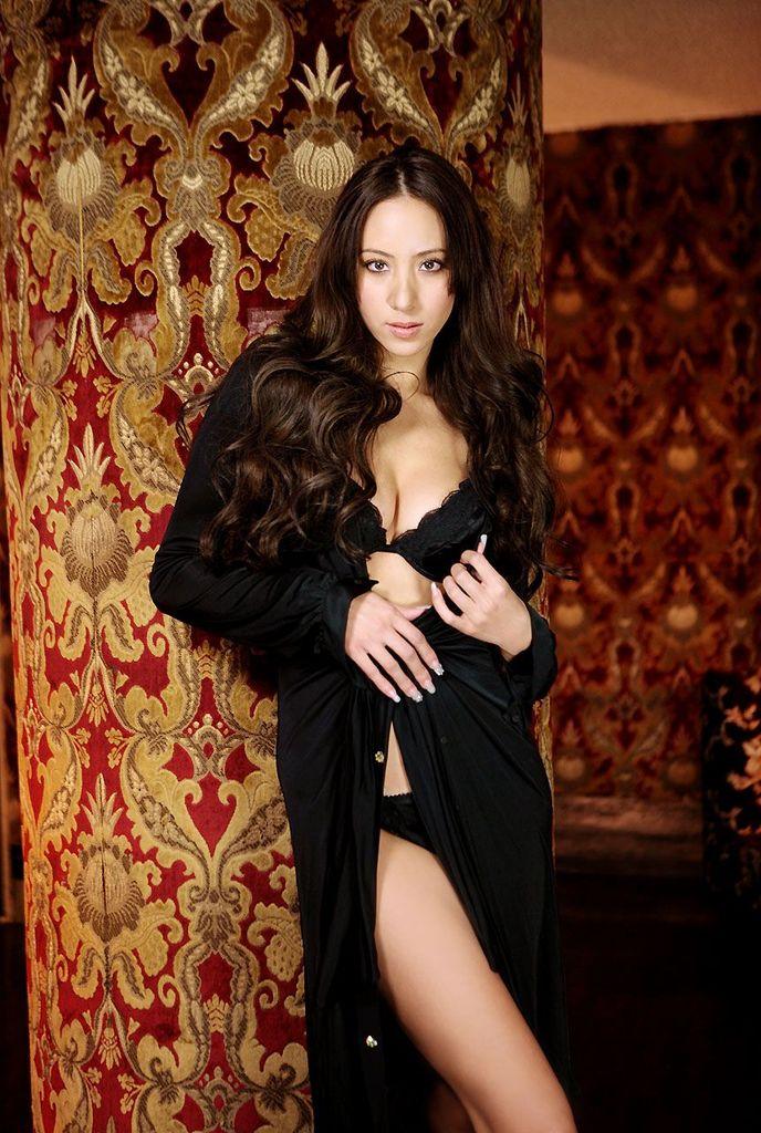 【道端姉妹エロ画像】ハーフ美人が3姉妹揃ってファッションモデルのエリートって凄いなw 18