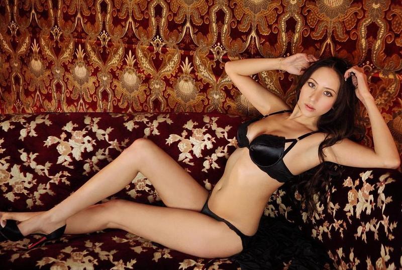 【道端姉妹エロ画像】ハーフ美人が3姉妹揃ってファッションモデルのエリートって凄いなw 27