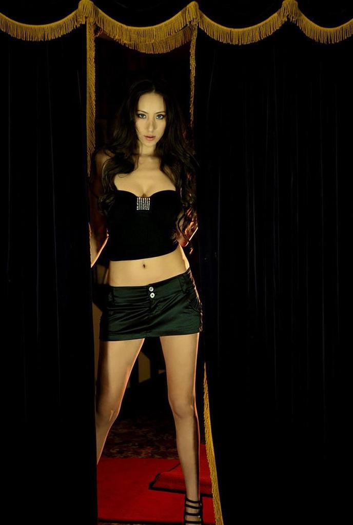 【道端姉妹エロ画像】ハーフ美人が3姉妹揃ってファッションモデルのエリートって凄いなw 33