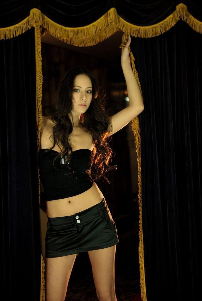 【道端姉妹エロ画像】ハーフ美人が3姉妹揃ってファッションモデルのエリートって凄いなw 34