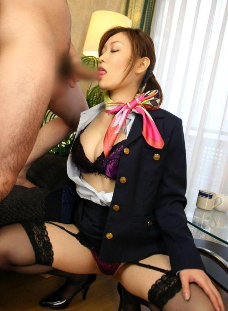 【キャビンアテンダントエロ画像】美人CAがベッドでは機長の操縦桿を握って乗っちゃったw 30