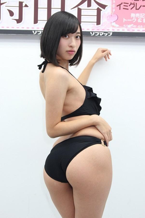 【グラドルお尻エロ画像】巨尻や美尻とヒップラインがエロいグラビア美女 16