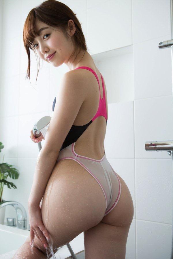 【グラドルお尻エロ画像】巨尻や美尻とヒップラインがエロいグラビア美女 26