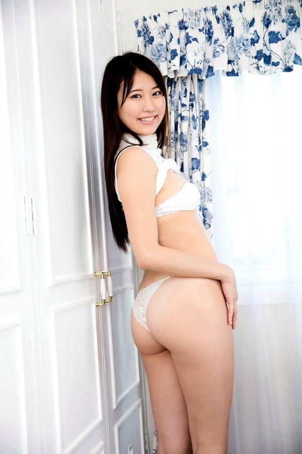 【グラドルお尻エロ画像】巨尻や美尻とヒップラインがエロいグラビア美女 28
