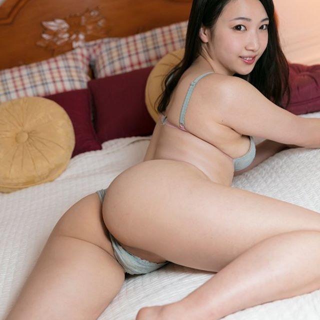 【グラドルお尻エロ画像】巨尻や美尻とヒップラインがエロいグラビア美女 34