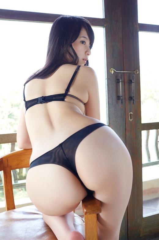【グラドルお尻エロ画像】巨尻や美尻とヒップラインがエロいグラビア美女 44