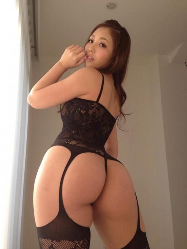 【グラドルお尻エロ画像】巨尻や美尻とヒップラインがエロいグラビア美女 47