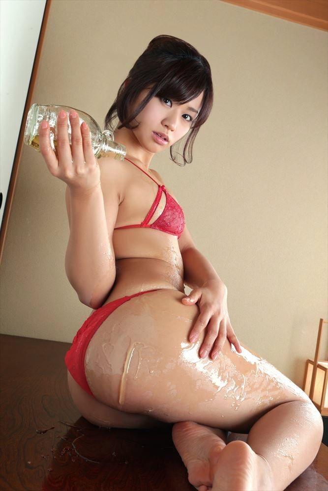 【グラドルお尻エロ画像】巨尻や美尻とヒップラインがエロいグラビア美女 58