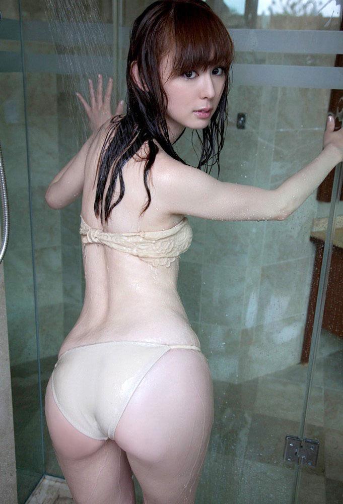 【グラドルお尻エロ画像】巨尻や美尻とヒップラインがエロいグラビア美女 62