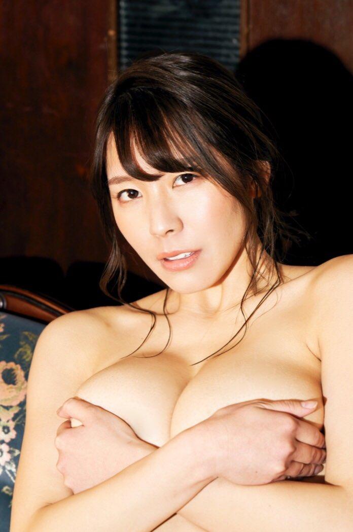 【夏来唯グラビア画像】爆乳や巨尻を大人っぽい衣装でチラ見せして誘ってくる愛人系美女 11