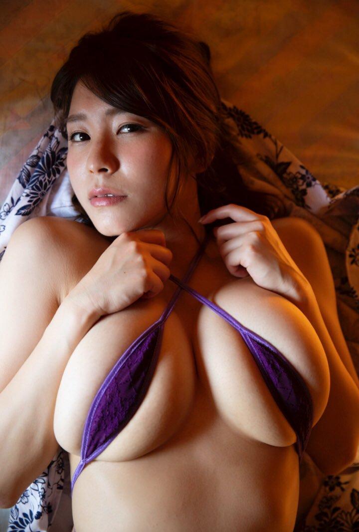 【夏来唯グラビア画像】爆乳や巨尻を大人っぽい衣装でチラ見せして誘ってくる愛人系美女 14