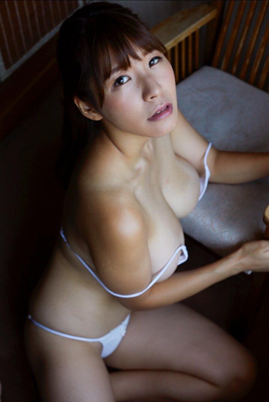 【夏来唯グラビア画像】爆乳や巨尻を大人っぽい衣装でチラ見せして誘ってくる愛人系美女 15