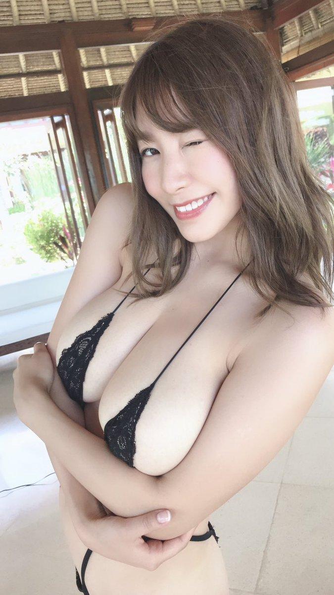 【夏来唯グラビア画像】爆乳や巨尻を大人っぽい衣装でチラ見せして誘ってくる愛人系美女 18