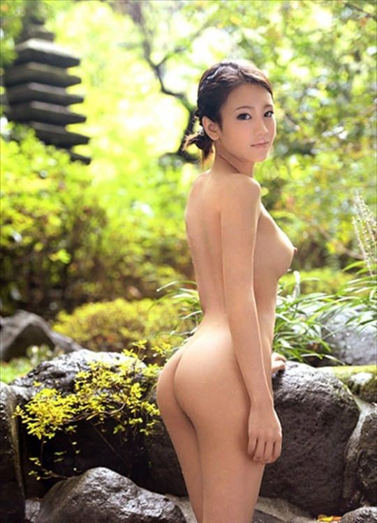 【温泉エロ画像】雪の中で美女と混浴する温泉って心も身体もチンコも温まって良いよねw 13