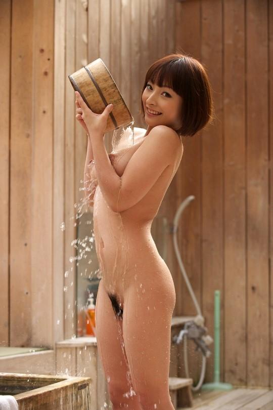 【温泉エロ画像】雪の中で美女と混浴する温泉って心も身体もチンコも温まって良いよねw 29