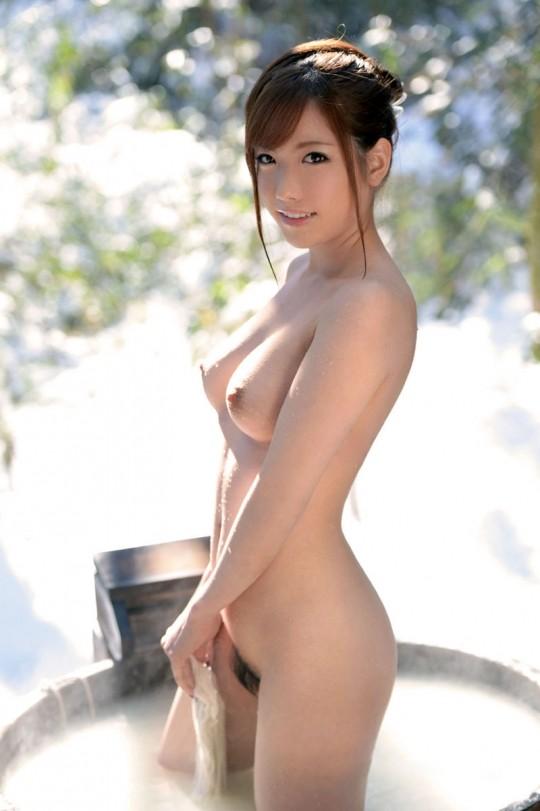 【温泉エロ画像】雪の中で美女と混浴する温泉って心も身体もチンコも温まって良いよねw 35