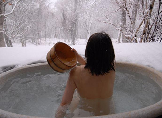 【温泉エロ画像】雪の中で美女と混浴する温泉って心も身体もチンコも温まって良いよねw 59