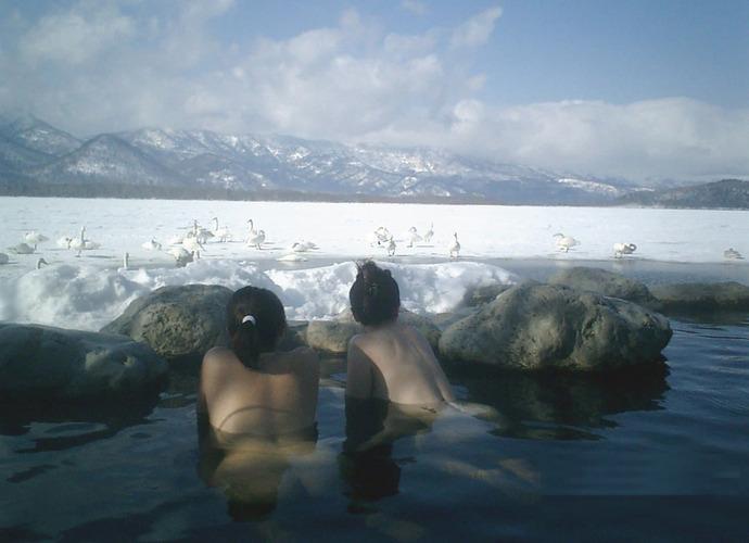 【温泉エロ画像】雪の中で美女と混浴する温泉って心も身体もチンコも温まって良いよねw 60