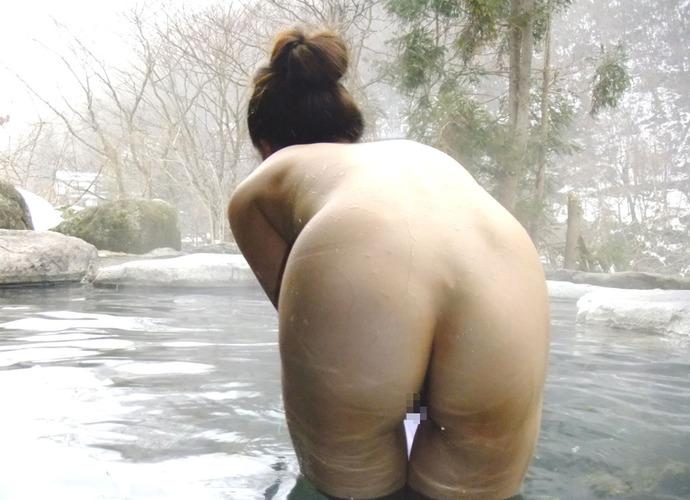 【温泉エロ画像】雪の中で美女と混浴する温泉って心も身体もチンコも温まって良いよねw 64