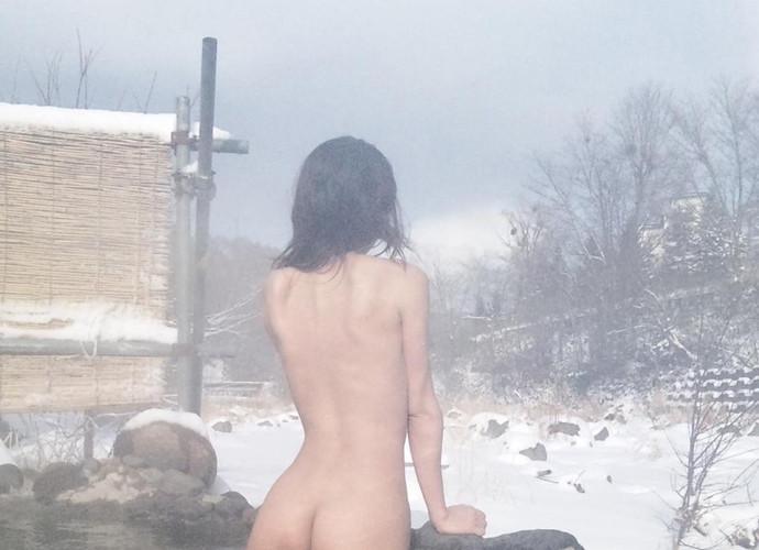【温泉エロ画像】雪の中で美女と混浴する温泉って心も身体もチンコも温まって良いよねw 66