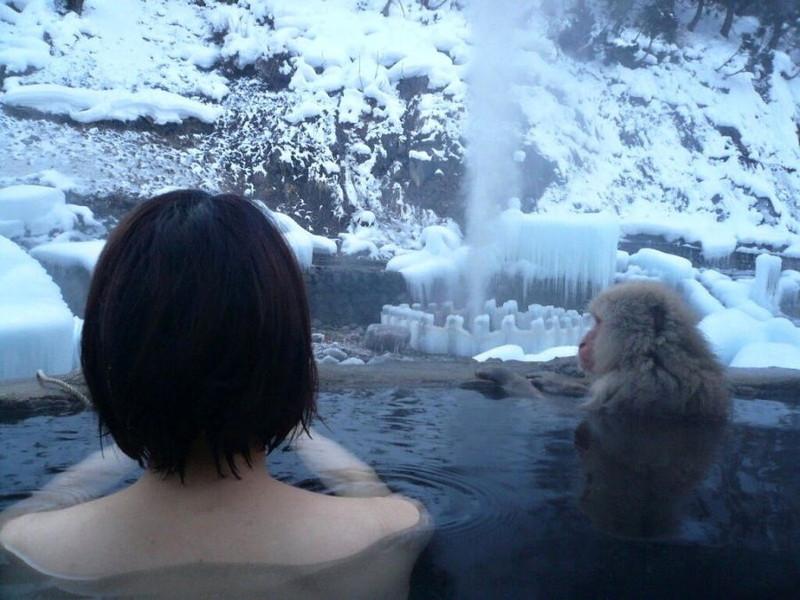 【温泉エロ画像】雪の中で美女と混浴する温泉って心も身体もチンコも温まって良いよねw 75