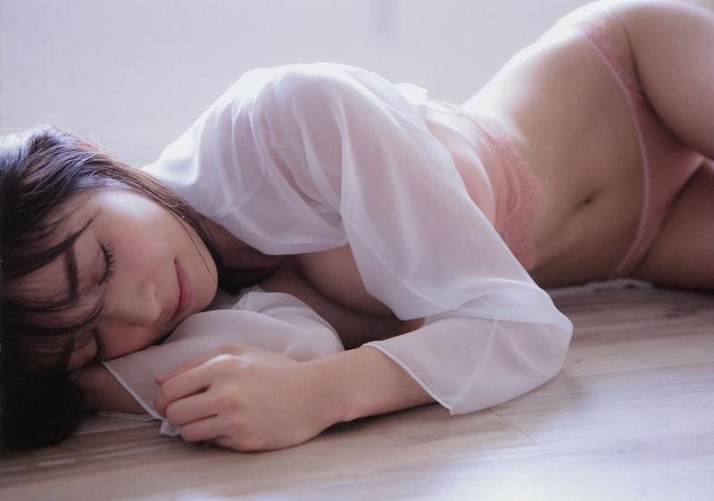 【泉里香グラビア画像】専属ファッションモデルが魅せる美しくエロいビキニ水着姿