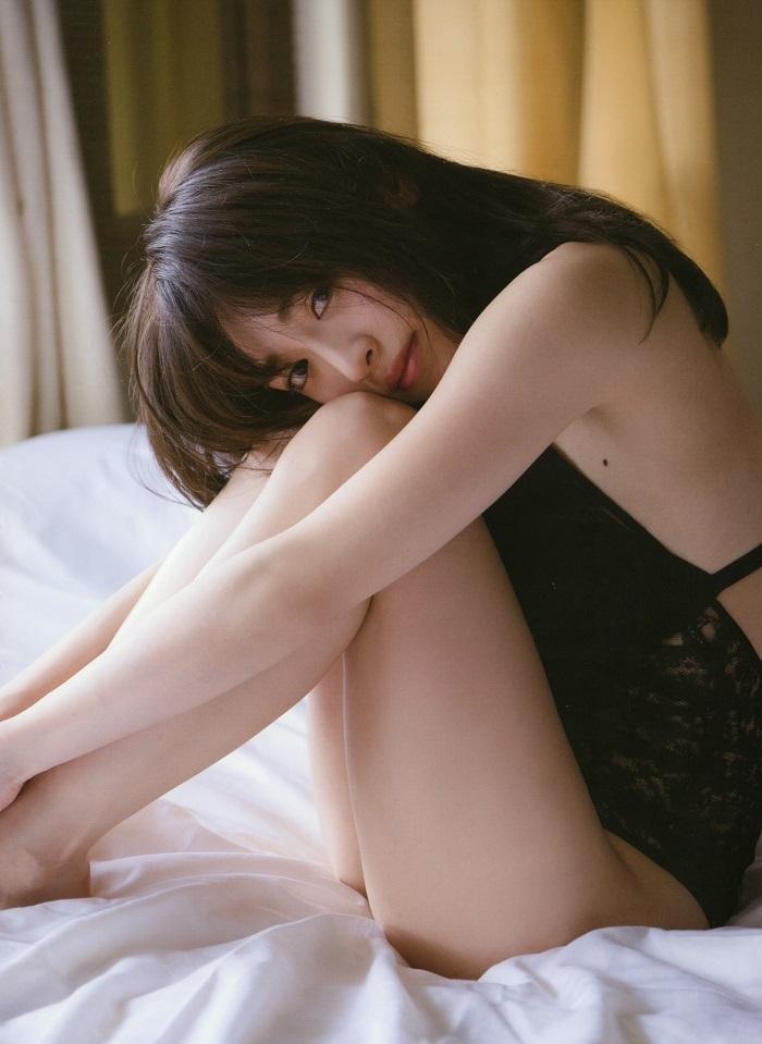 【泉里香グラビア画像】専属ファッションモデルが魅せる美しくエロいビキニ水着姿 22