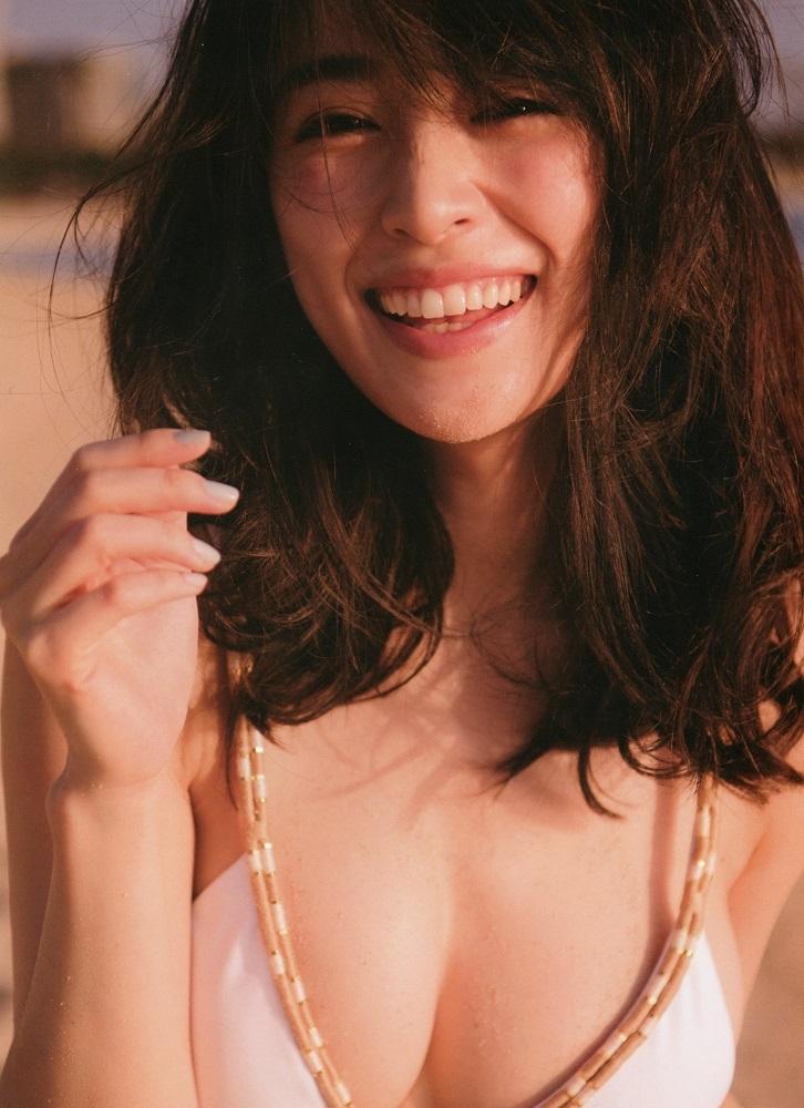 【泉里香グラビア画像】専属ファッションモデルが魅せる美しくエロいビキニ水着姿 47