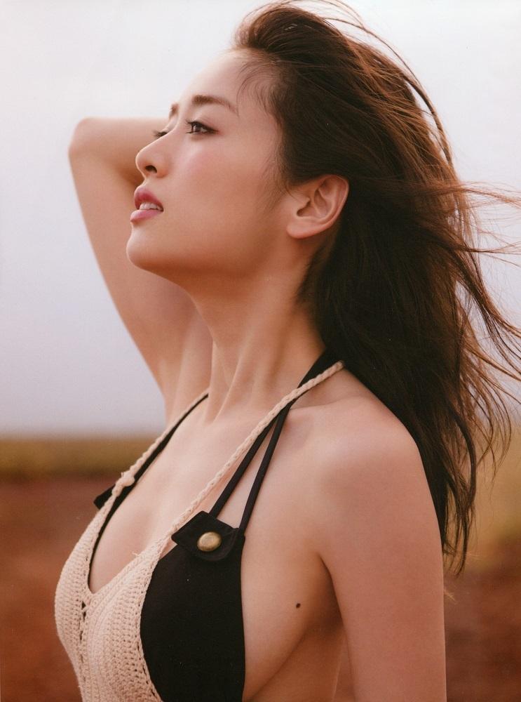 【泉里香グラビア画像】専属ファッションモデルが魅せる美しくエロいビキニ水着姿 60