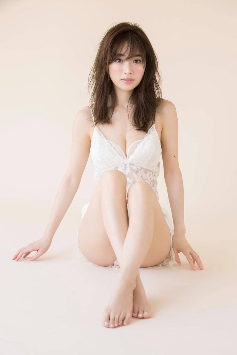 【泉里香グラビア画像】専属ファッションモデルが魅せる美しくエロいビキニ水着姿 77