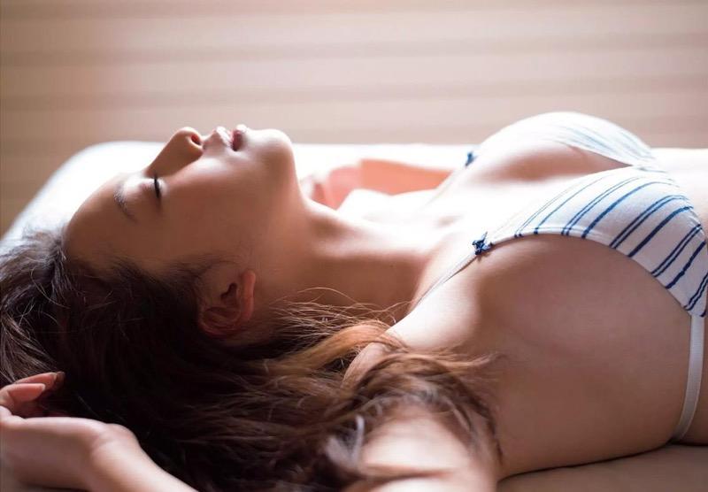 【華村あすかグラビア画像】あどけない表情にセクシーボディのギャップがエロい美女
