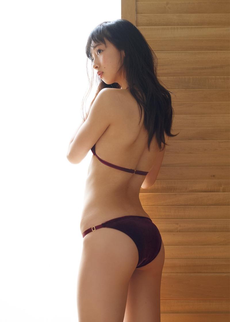 【華村あすかグラビア画像】あどけない表情にセクシーボディのギャップがエロい美女 12