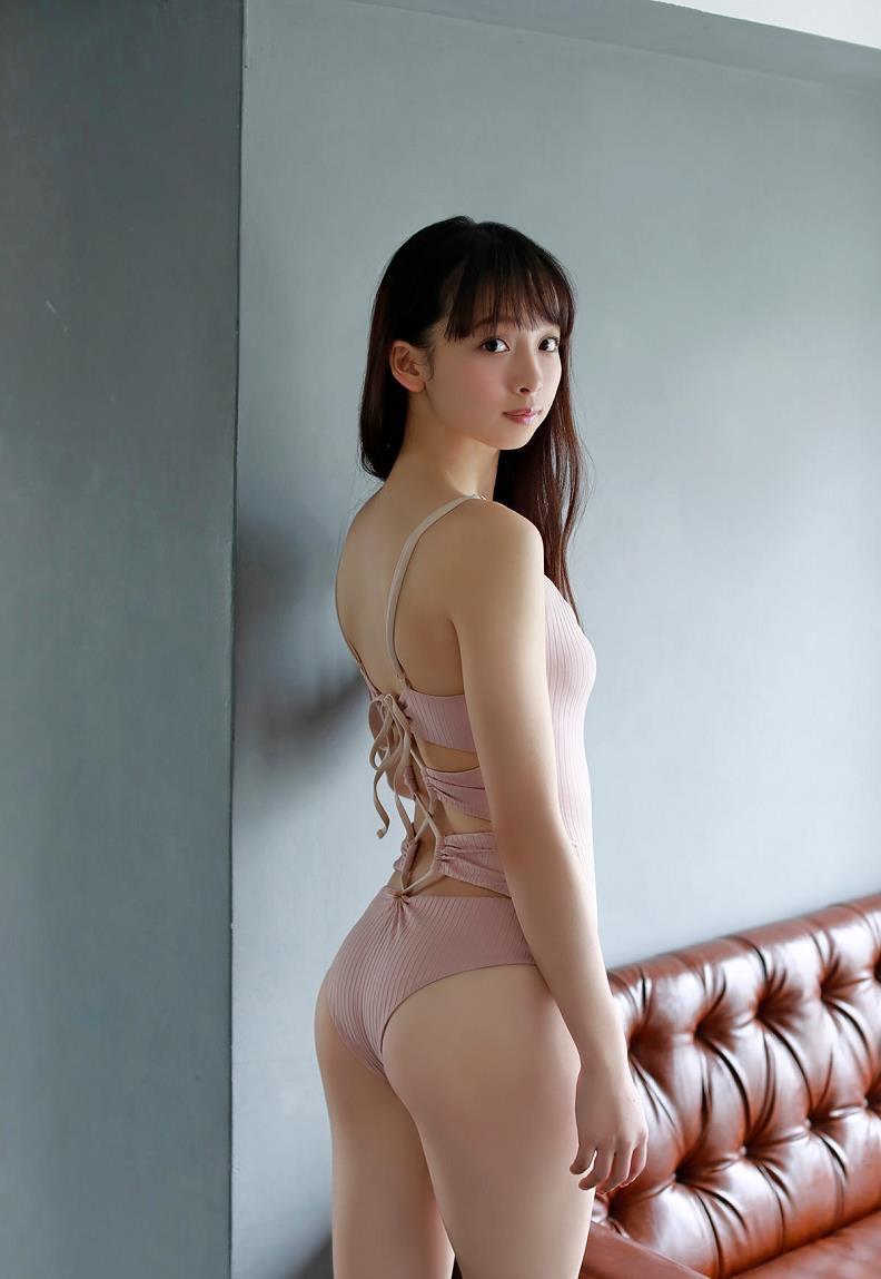 【華村あすかグラビア画像】あどけない表情にセクシーボディのギャップがエロい美女 19