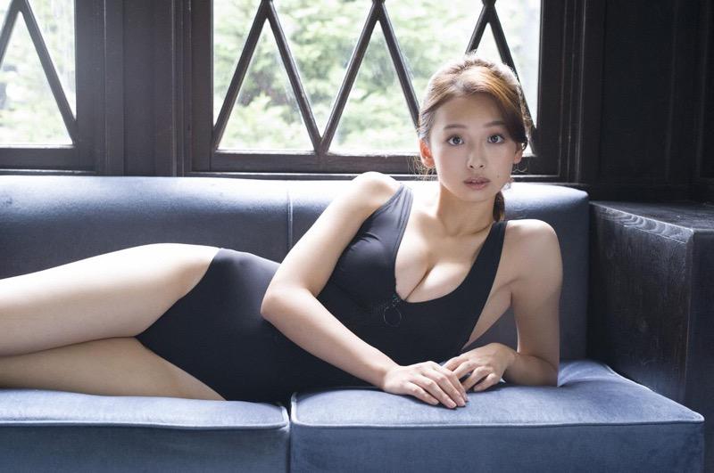【華村あすかグラビア画像】あどけない表情にセクシーボディのギャップがエロい美女 23
