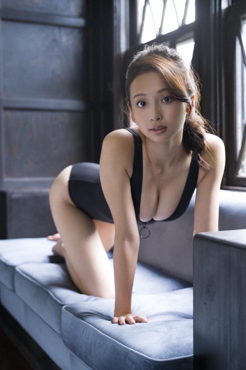 【華村あすかグラビア画像】あどけない表情にセクシーボディのギャップがエロい美女 24