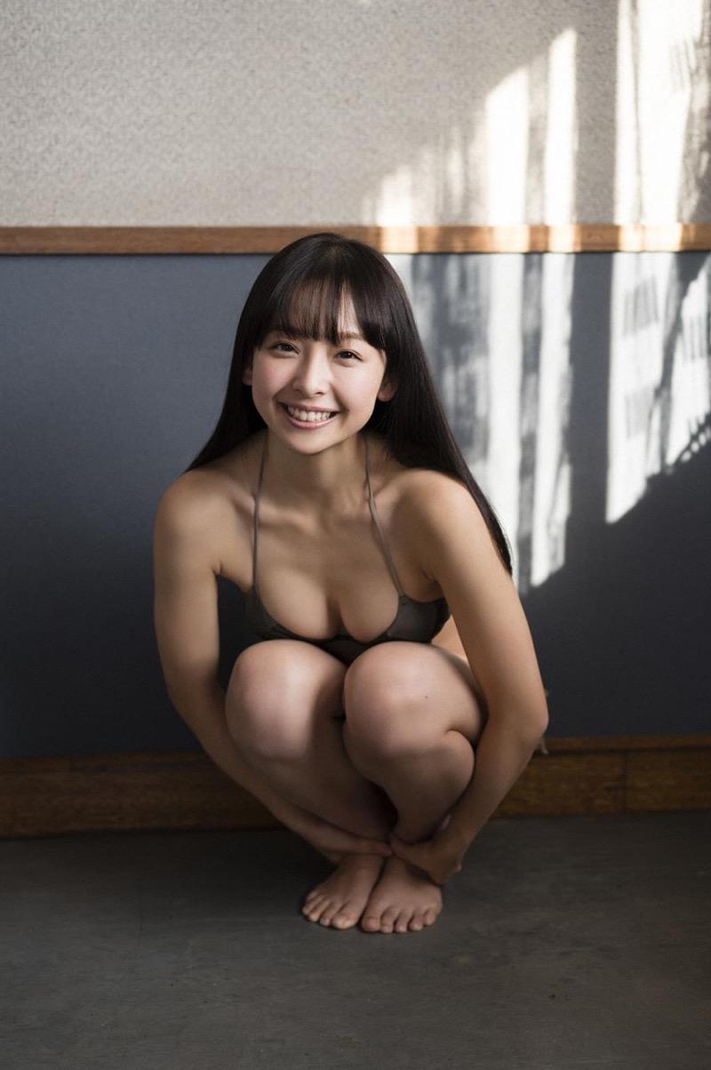 【華村あすかグラビア画像】あどけない表情にセクシーボディのギャップがエロい美女 27
