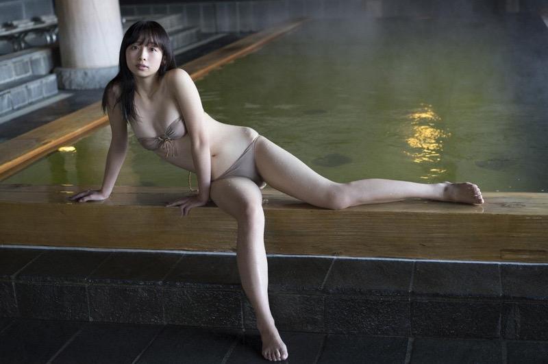 【華村あすかグラビア画像】あどけない表情にセクシーボディのギャップがエロい美女 30