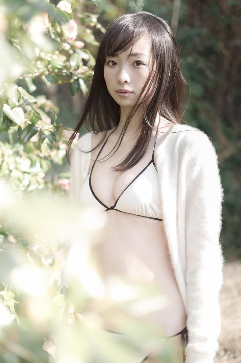 【華村あすかグラビア画像】あどけない表情にセクシーボディのギャップがエロい美女 37