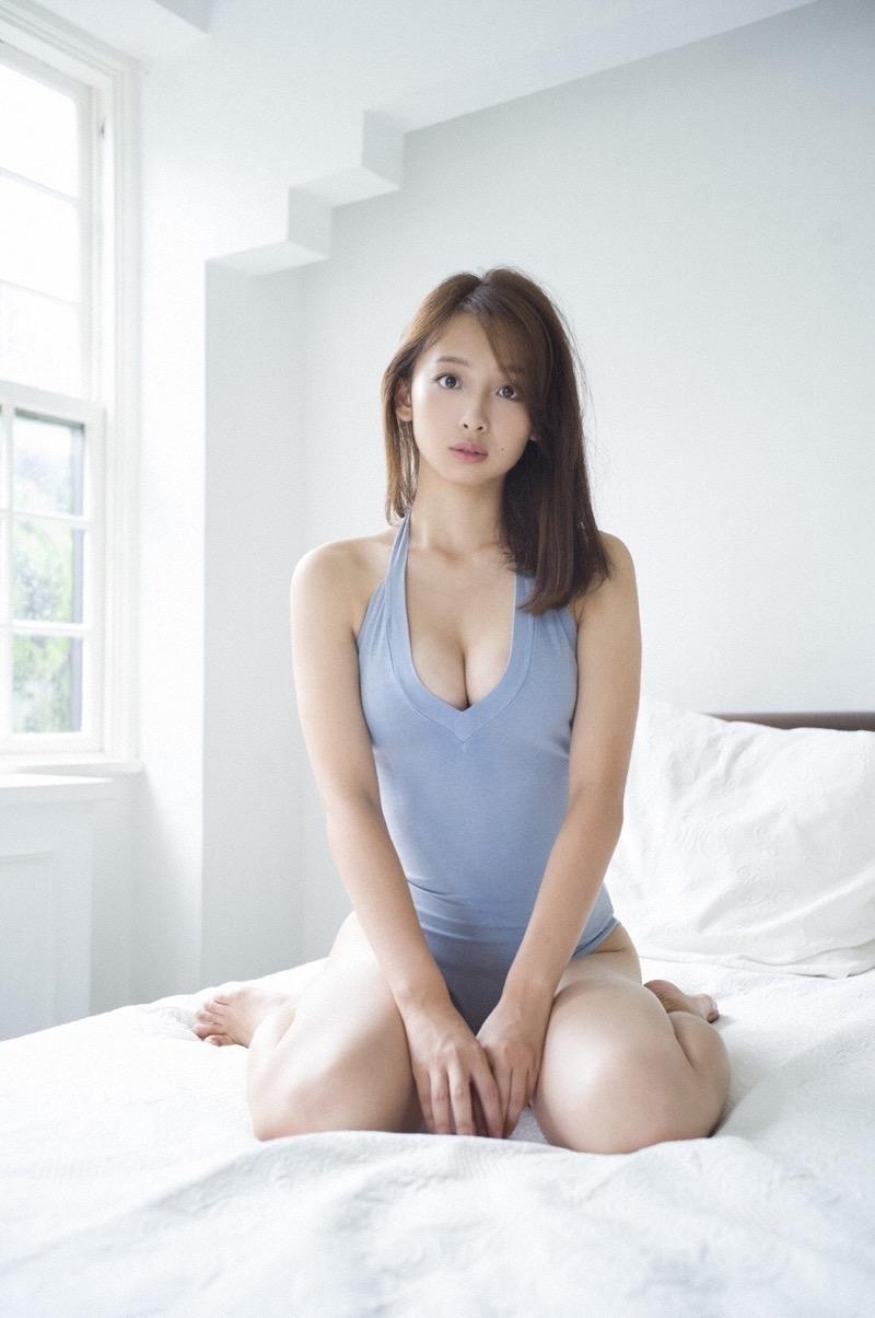 【華村あすかグラビア画像】あどけない表情にセクシーボディのギャップがエロい美女 56