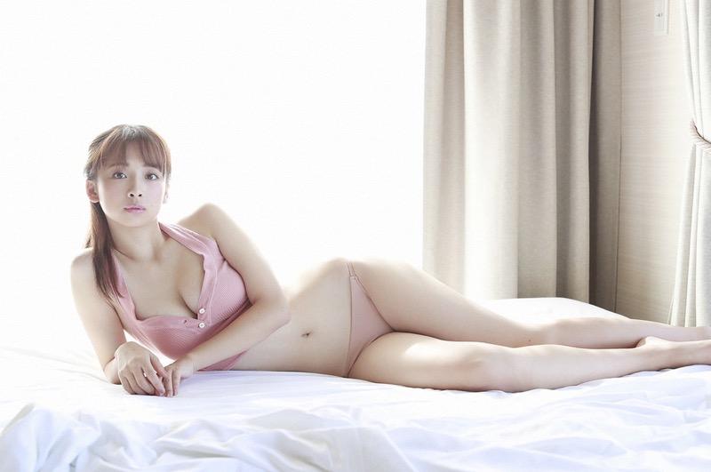 【華村あすかグラビア画像】あどけない表情にセクシーボディのギャップがエロい美女 60