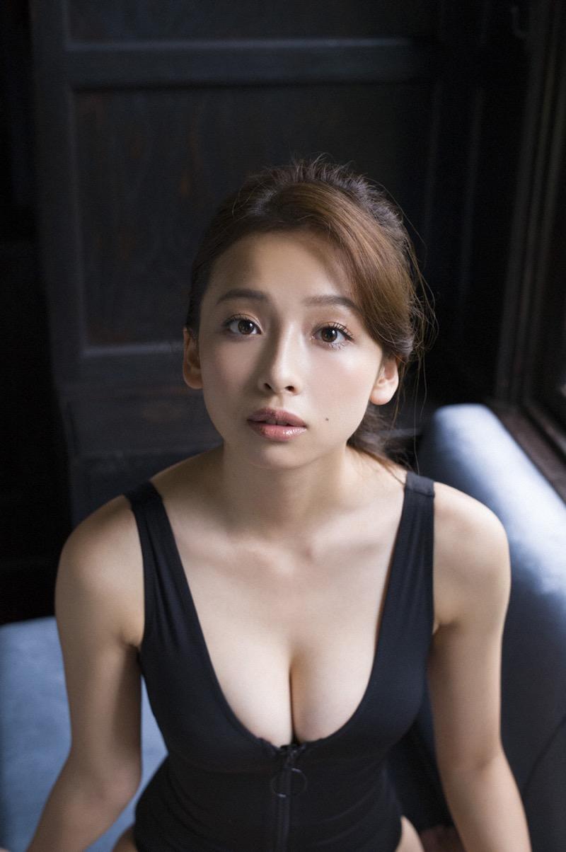 【華村あすかグラビア画像】あどけない表情にセクシーボディのギャップがエロい美女 71