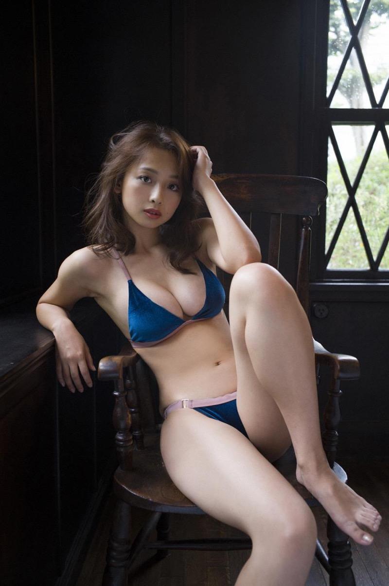 【華村あすかグラビア画像】あどけない表情にセクシーボディのギャップがエロい美女 72
