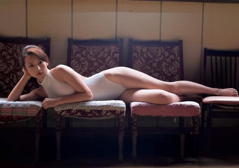 【華村あすかグラビア画像】あどけない表情にセクシーボディのギャップがエロい美女 73