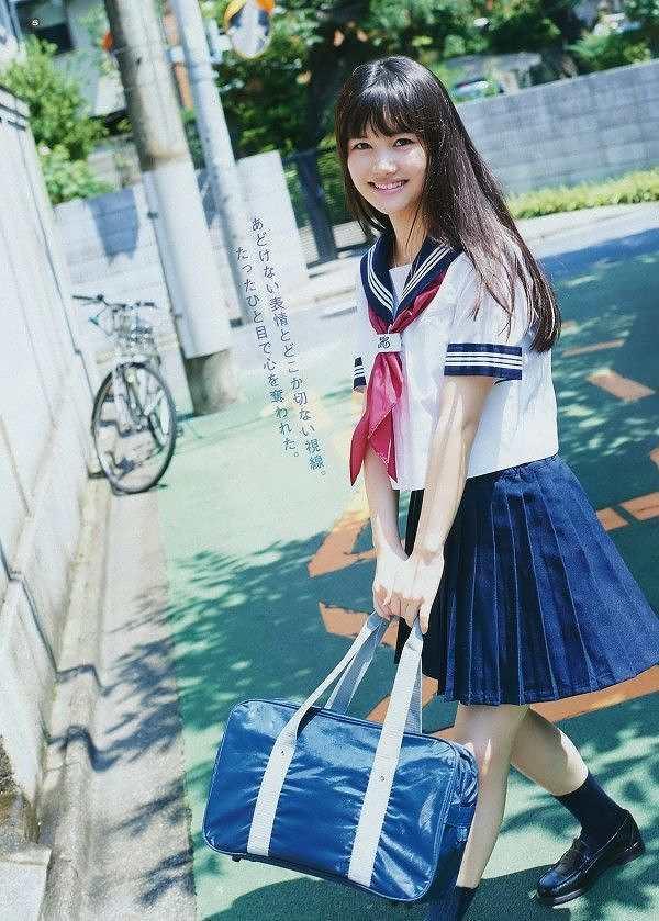 【美少女制服画像】見ているだけで癒やされる美少女アイドルの学校制服姿に萌えた 14