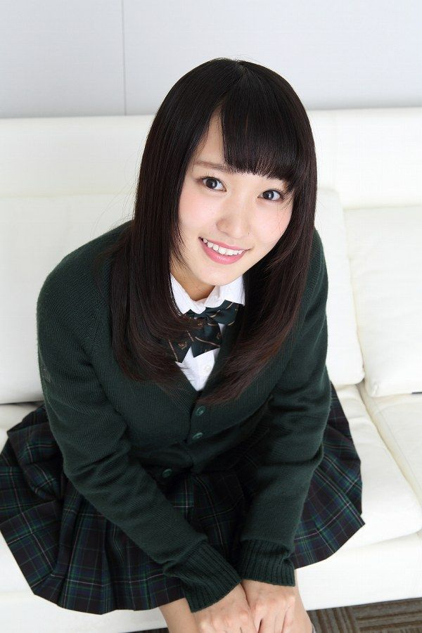 【美少女制服画像】見ているだけで癒やされる美少女アイドルの学校制服姿に萌えた 29