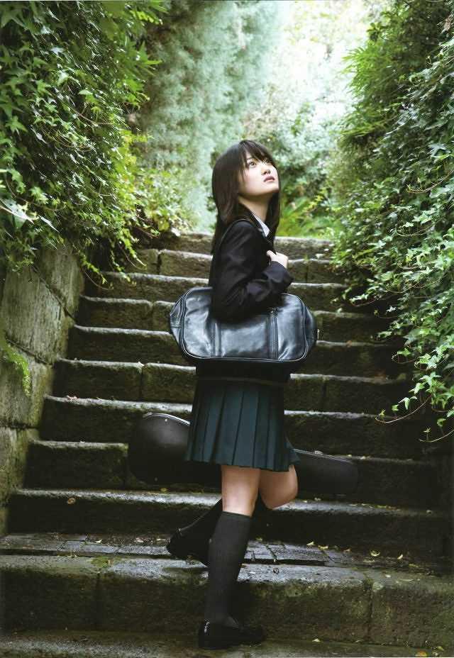 【美少女制服画像】見ているだけで癒やされる美少女アイドルの学校制服姿に萌えた 41